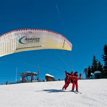 Paragliders in winter before the start