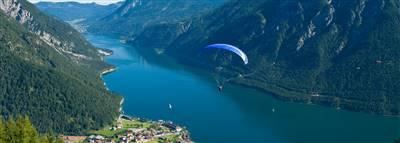 Paraglider kurz vor dem Sprung